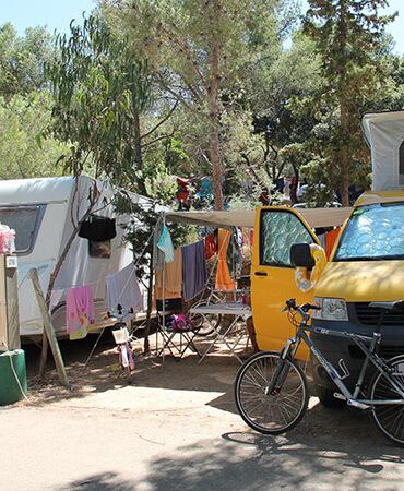 Camping Giens Camping-Stellplätze: Wohnwagen und Wohnmobile